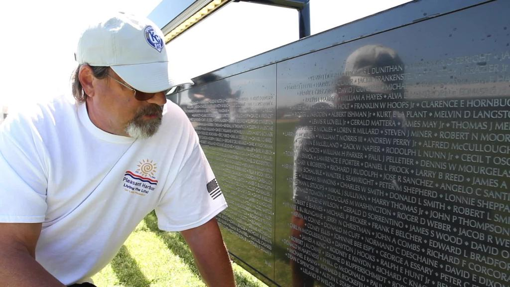 Hundreds visit replica of the Vietnam Veterans Memorial