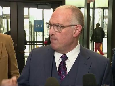 Michael Avenatti met R. Kelly prosecutor Kim Foxx at O'Hare: Report