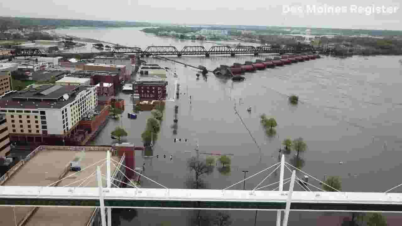Iowa flooding 2019: Drone video over flooding in Davenport