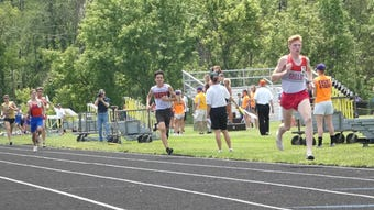 Shelby's Brown, Heath's Foehl take top spots in 1,600 at Division II regional meet