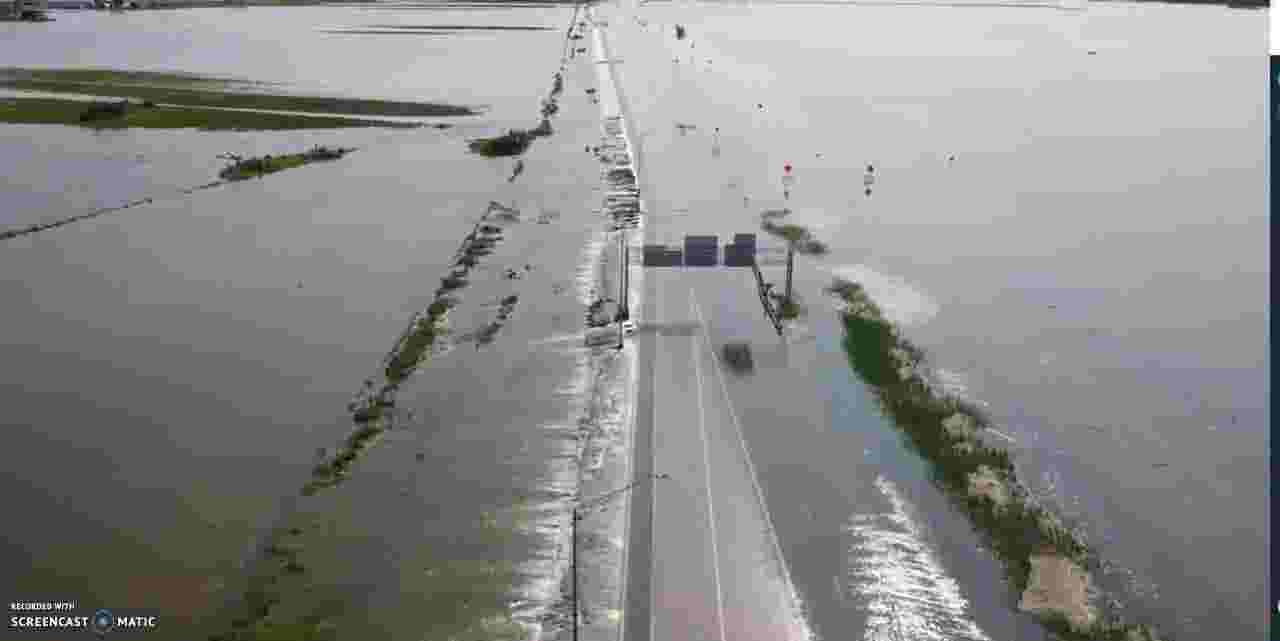 Iowa floods: Aerial video shows extent of flooding on I-680