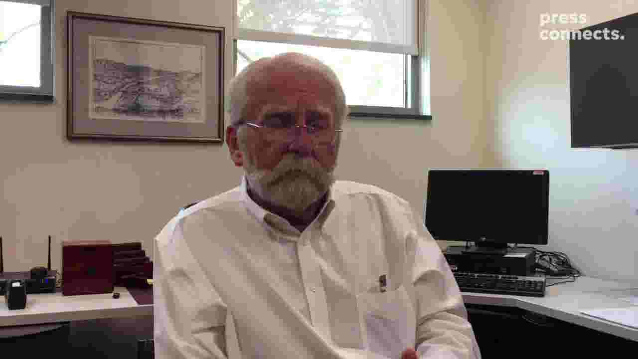 Video: County historian recalls finding suspect naked in his chicken coop