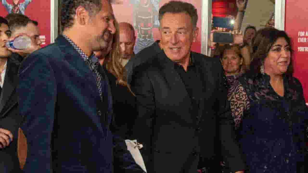 Bruce Springsteen fans sign big birthday card at Stew Leonard's opening in Paramus