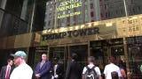 """Un grupo de neoyorquinos se concentró frente a la Torre Trump en favor de renombrar esa calle como """"Avenida Presidente Barack Obama"""""""