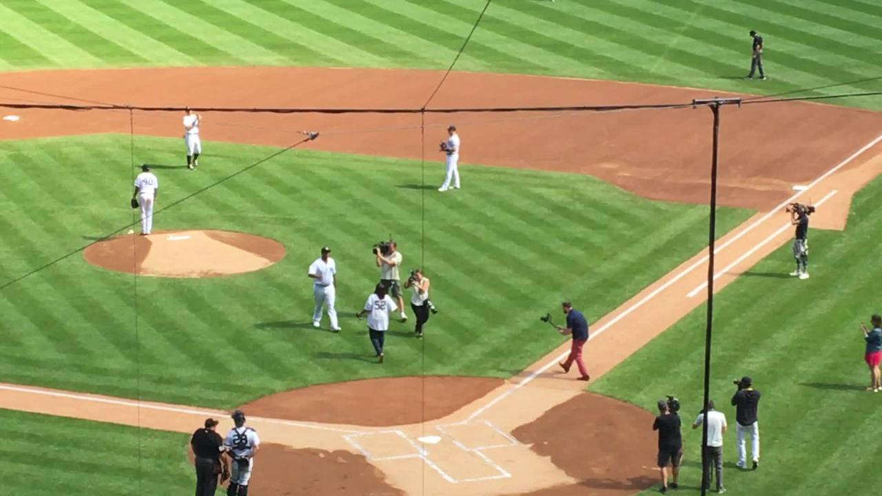 wholesale dealer 22fec 50109 CC Sabathia throws out Sunday's first pitch to his mom at Yankee Stadium